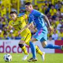 Kashiwa Reysol's Kei Koizumi (left) and Fernando Torres of Sagan Tosu vie for the ball in the second half on Saturday at Sankyo Frontier Kashiwa Stadium.