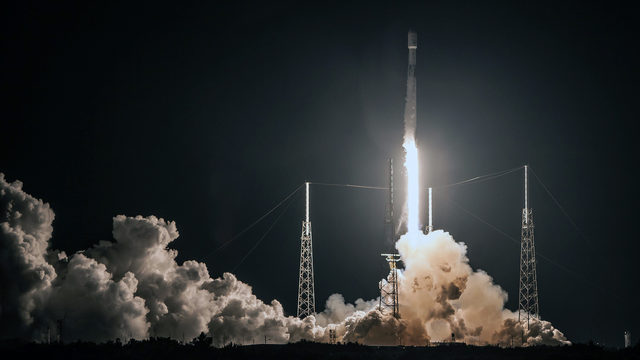 SpaceX to announce private tourist who will fly to the moon