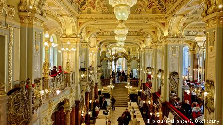 Ungarn Café im NY Palace in Budapest (picture-alliance/Z. Okolicsanyi)